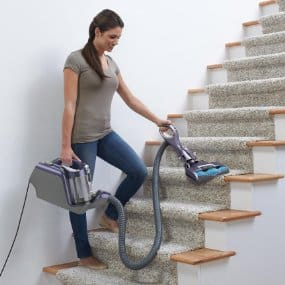 Shark NR96 Lift Away - Cleaning Stairs