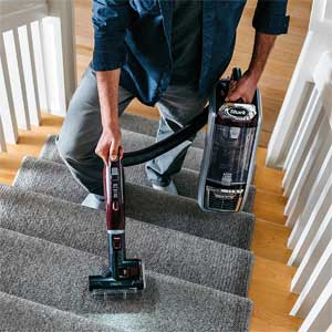 Shark NV752 - Vacuuming Carpeted Stairs